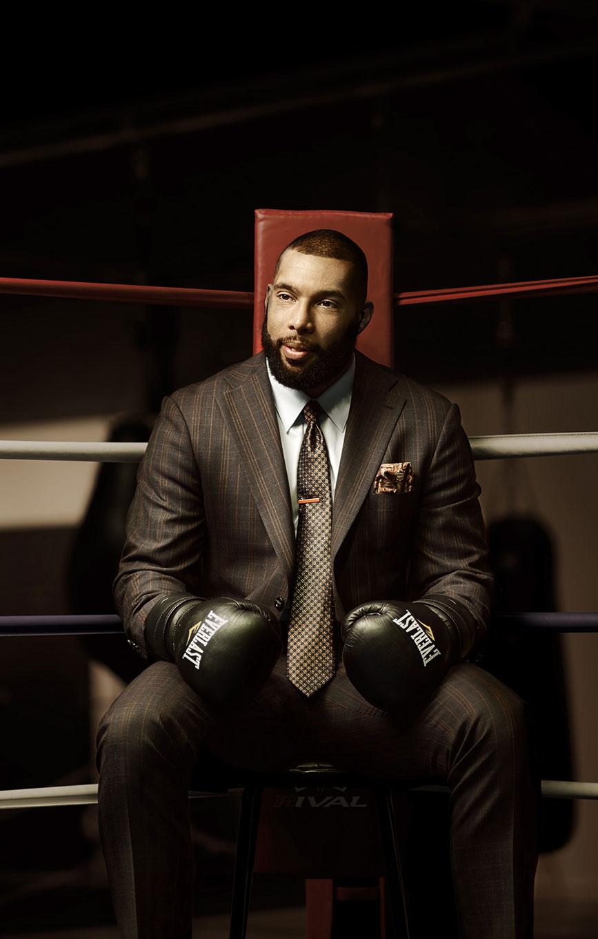 Eric_martel_surmesur_suit_boxing